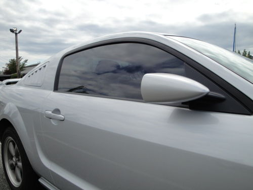 Right side closeup of mirror and louver