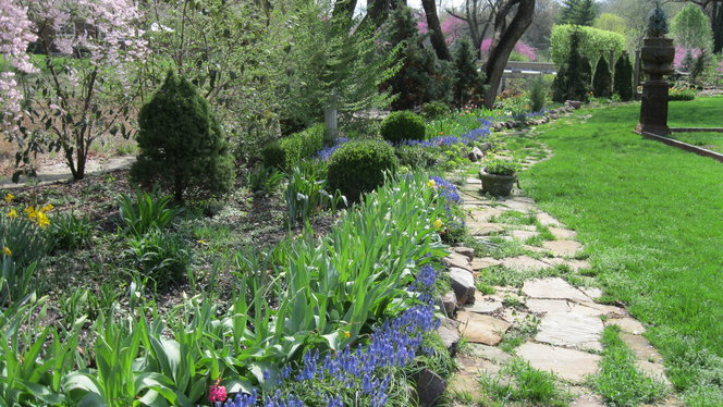 The border garden is 350' long, including all types of light conditions