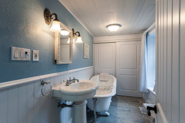 small attic shower room ideas - 7 Ways to Add Vintage Charm to Your Bathroom
