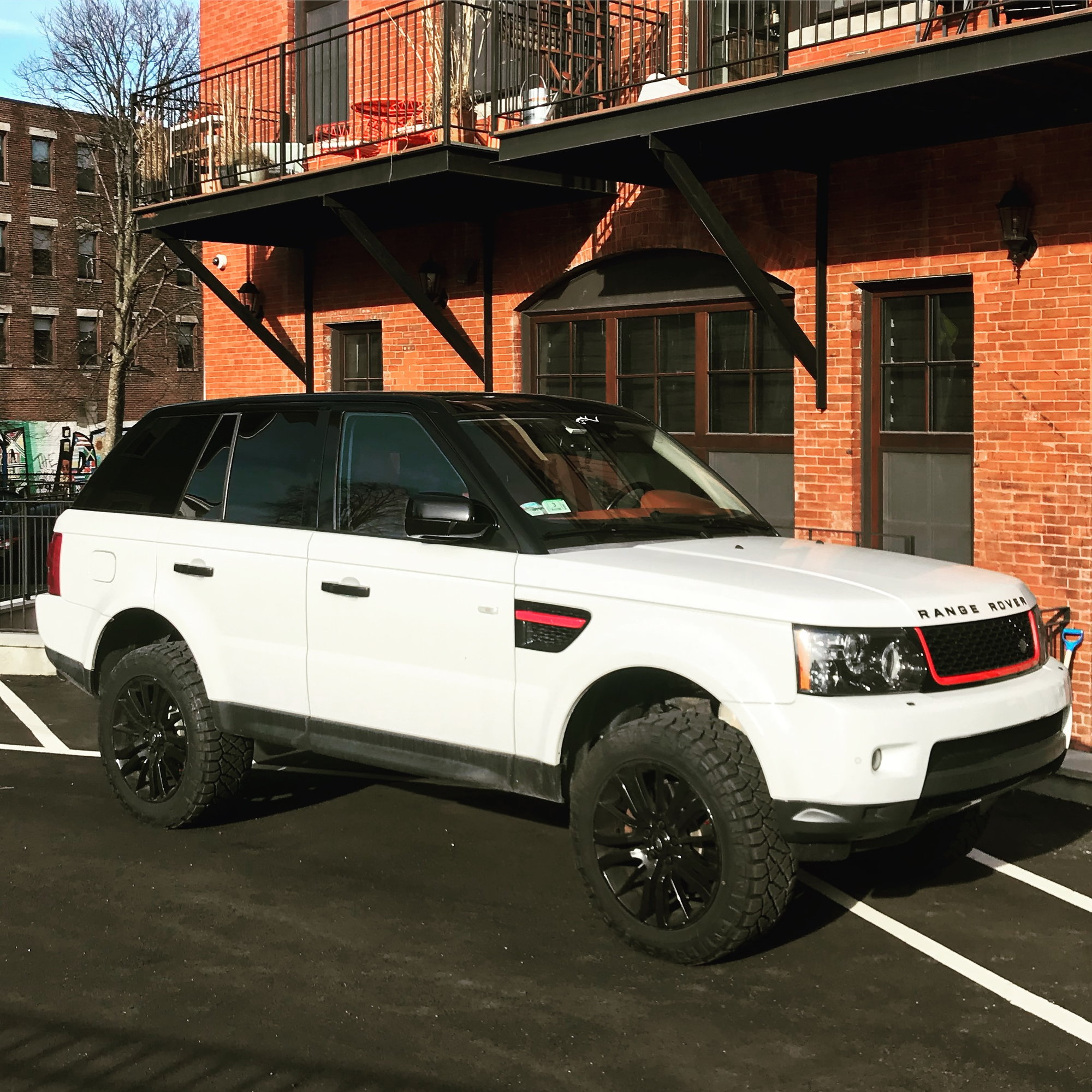 Range Rover Sport L320 2.5 Inch Lift Kit And Larger Tires