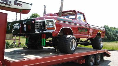 Custom Ford Pulling Truck