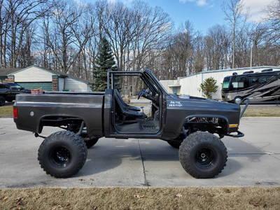 1986 Chevy Custom 4X4 Truck