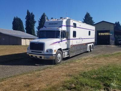 2000 Freightliner Kingsley coach Toterhome