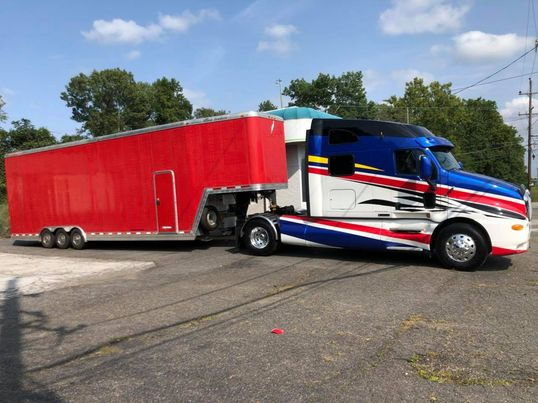 2000 Kenworth T2000 and 2002 Featherlite Aluminum Stacker Tr  for Sale $95,000