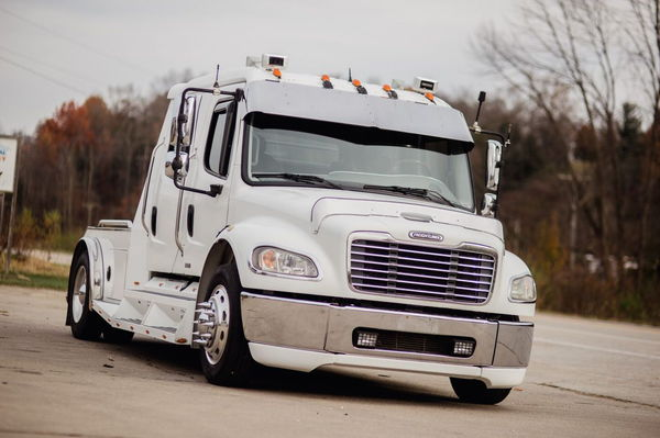 2004 FREIGHTLINER M2-106 SPORT TRUCK  for Sale $62,500