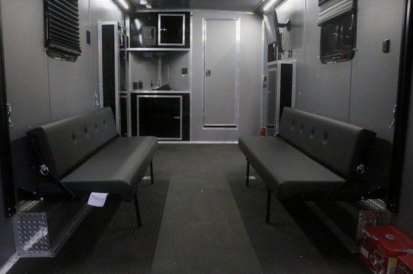 20FT ENCLOSED TRAILER WITH LIVING QUARTERS