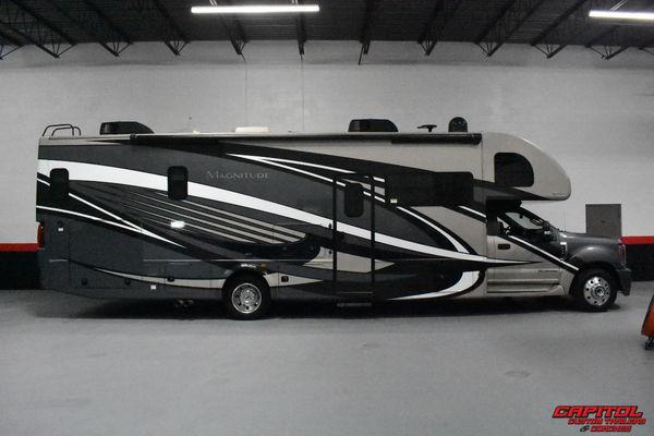 2019 Thor Motor Coach BB35 Magnitude