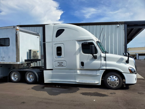2015 Freightliner Cascadia Evolution 125 for sale in Clearwater, FL, Price:  $48,500
