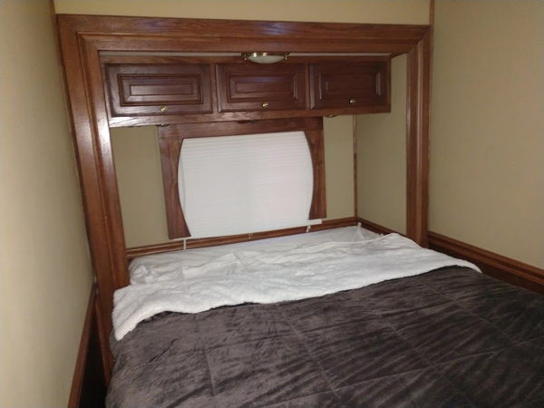 2007 Silver Crown Motorgarage 2-Slides Queen Bed Full Body P  for Sale $179,900