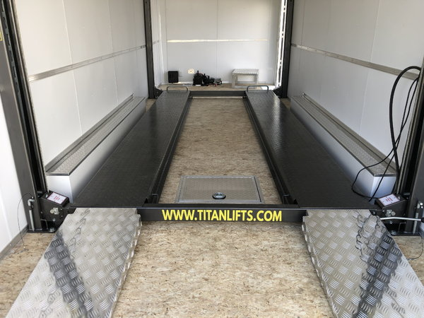 New 22' Stacker Trailer with Lift & Air Lines