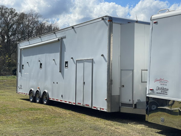 AVAILABLE NOW!! 2007 36' Classic Liftgate Trailer: