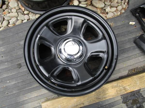 "Dodge hemi 18"" steel black wheels, complete set  for Sale $200"