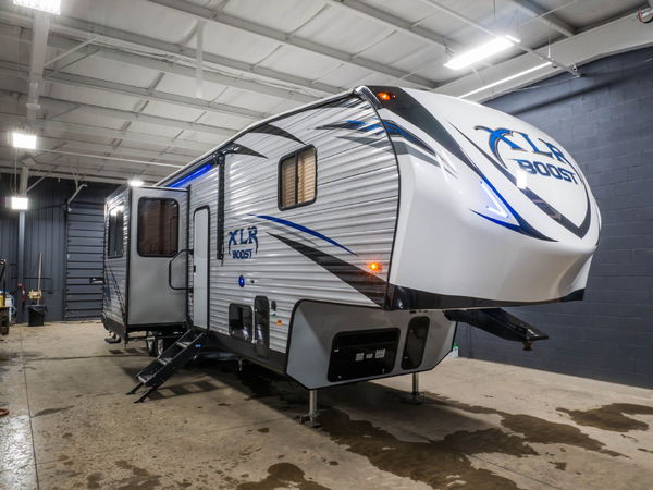 New 2018 Forest River XLR Boost 36DSX13 5th wheel toy ...