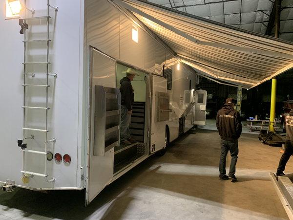 2006 Showhauler Freightliner garage unit   for Sale $120,000