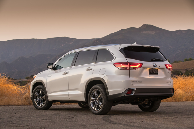The Rugged Visage Of 2018 Toyota Highlander Hybrid May Hide Its Mild Crossover Manners But This Competent Three Rower Also Offers A Pleasant Interior