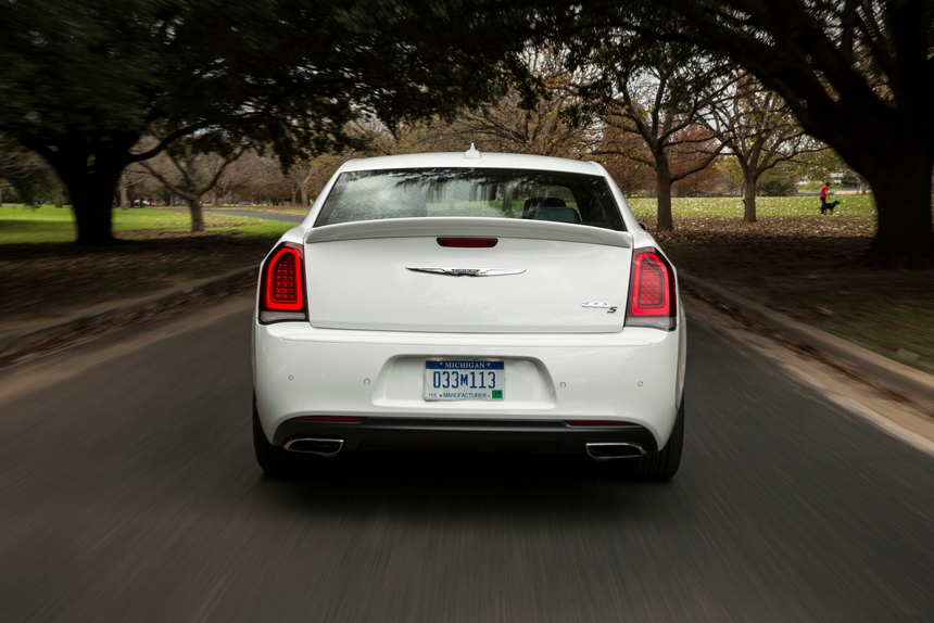 2019 Chrysler 300 Review - CarsDirect