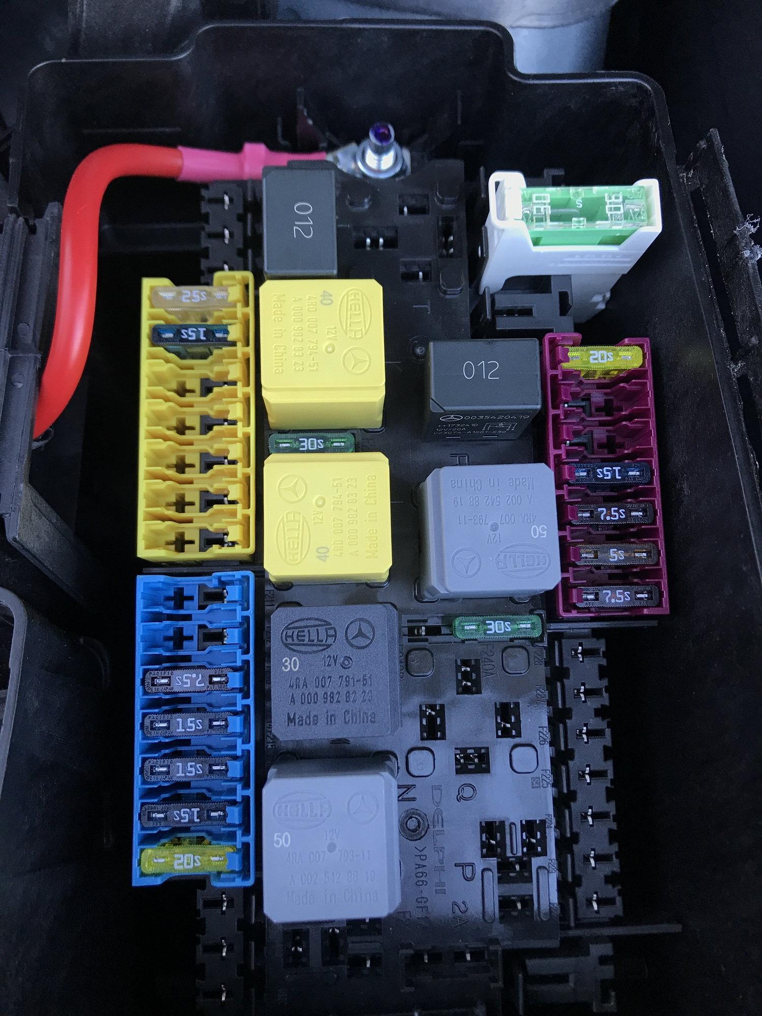 '18 GLE350 Fuse Box