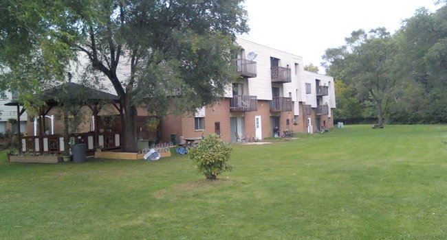 Westown Garden Apartments - 24 Reviews | Westlake, OH Apartments for ...
