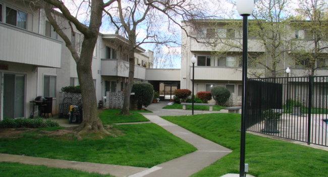 Fairway Commons Apartments 9 Reviews Sacramento Ca Apartments