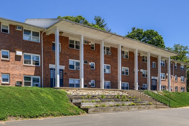 Manager Uploaded Photo Of Cliffside Apartments In Sunderland Ma